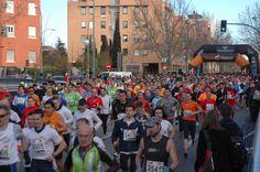 Salida de los corredores desde la Calle Guareña