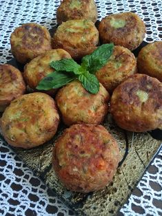 Greek Appetizers, Greek Recipes, Baked Potato, Zucchini, Food And Drink, Cooking Recipes, Vegetarian, Diet, Snacks