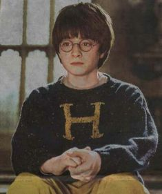 Harry Potter Wiki Info on Weasley jumper - In the book, harry's sweater was emerald green to match his eyes