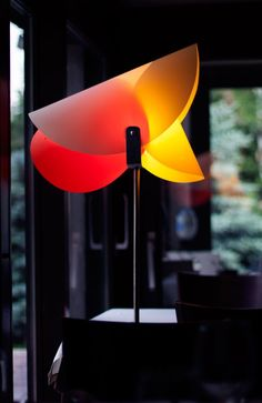 Egg-multi shape floor lamp por Ivan Paradinovic