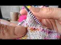 Tutoriel châle Jimmy - Augmentation double centrée sur l'endroit Augmentation, Jimmy, Fingerless Gloves, Arm Warmers, Couture, Make It Yourself, Stitch, Crochet, Blog