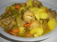 Muslos de pollo estofados en hierbas machacadas Ingredientes (para 4 comensales) 4 Muslos de pollo frescos 4 Zanahorias medianas 2...