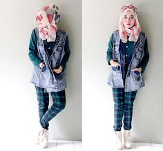street-hijab-fashion:  Greedy Jeans and Greeny Tartan (by Qonitah Al-Jundiah)