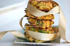 Gluten-free Vegan Zucchini Corn Fritters -- calls for few ingredients - chickpea flour, zucchini, corn, scallions, fresh mint leaves. Zucchini Corn Fritters, Chickpea Fritters, Fun Recipes, Vegan Recipes, Cooking Recipes, Vegetarian Food, Vegan Food, Vegan Zucchini, Fresh Mint
