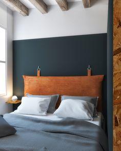 Diy Leather Headboard, Pillow Headboard, Painted Headboard, Leather Bed, Decor Room, Diy Home Decor, Bedroom Decor, Home Interior, Interior Design