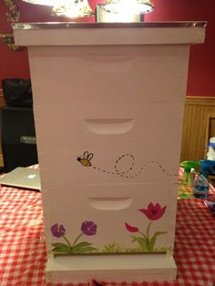 Life With the Ladniers: How To: Paint A Happy Little Bee Hive Bee Hives Boxes, Bee Rocks, Raising Bees, Bee House, Bee Farm, Gifts For Brother, Honey Bees, Painted Boxes, Bee Happy