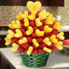 Ideas Fruit Platter Diy Edible Arrangements For 2019 Edible Fruit Arrangements, Edible Bouquets, Fruits Decoration, Fruit Creations, Veggie Tray, Veggie Food, Fruit Displays, Fruit Snacks, Fruit Trays