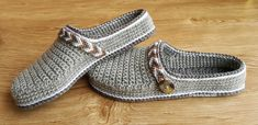 Women's Tribal Clogs / Low-back Shoe crochet pattern by Crochet Oasis Crochet Shoes Pattern, Crochet Baby Shoes, Shoe Pattern, Crochet Slippers, Crochet Sandals, Crochet Stitches, Crochet Hooks, Clogs, Flats