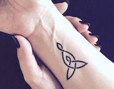 Como una mamá joven, se inspiró para diseñar y usar algo diferente esta vez :) Símbolo celta para el tatuaje temporal de la maternidad. Este amor, líneas son idealmente gruesas, por lo que puede durar muchos días sin el descoloramiento, pero todavía mira delicado. Tamaño: Cerca de 1,7