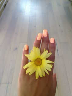 Love this peach nail color for summer!!