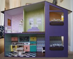 Sutton Grace: mod doll house plans.  Free plans for DOLL HOUSE.  Along with instructions and photos.  Uses a bit more than 1 4x8 sheet of plywood.  They used 1/2 inch.  I might try 1/4 inch masonite or plywood.