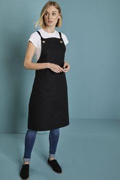 černé pracovní zástěry s laclem, bílé tričko, džínové kalhoty Bib Apron, Aprons, Buy Canvas, New Look, Suits, Female, Play, Fabric, Cotton
