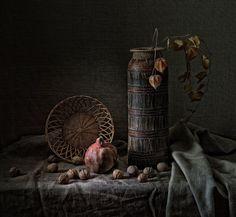 Фотография гранат и орехи. Автор Gennadiy Shin.