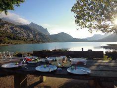 Breakfast at the Cuber reservoir! Frühstück am Cuber Stausee.  Der Cuber Stausee liegt mitten im Tramuntana auf einer Höhe von 750 Metern.