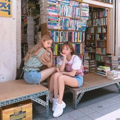 The best affordable korean fashion website for summer clothes Best Friend Pictures, Friend Photos, Ulzzang Fashion, Korean Fashion, Korean Girl, Asian Girl, Short Hair Outfits, Tumblr Bff, Korean Best Friends