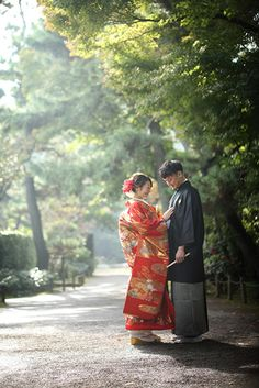 Location – Japanese style | フォトウェディング・和装の前撮りならアトリエ木下 Wedding Couple Photos, Wedding Couples, Couple Posing, Couple Portraits, Japanese Wedding, Wedding Preparation, Japan Fashion, Wedding Shoot, Traditional Outfits