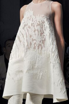 Trapeze dress with embroidered applique - white texture; fabric manipulation; sewing techniques // Gabriele Colangelo