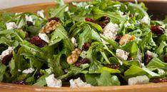 Confira o passo a passo de algumas receitas saborosas de salada de rúcula para preparar no verão e se alimentar de forma saudável.