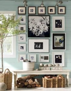 """keeping it all in black & white doesn't """"fight"""" with the turquoise wall."""