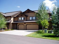 Steamboat Springs, CO: 3 bedrooms / 2 bathrooms  Sleeps 6-8  Rent from the owners and save!    This owner offers a six year old, 3 bedroom, 2 bath, fully furnished townhouse...