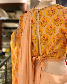 The beauty of a blouse is in its styling. That's when I stumbled upon these beautiful blouse back neck designs. check out the latest blouse designs. Blouse Back Neck Designs, Sari Blouse Designs, Fancy Blouse Designs, Designer Blouse Patterns, Blouse Styles, Stylish Blouse Design, Indian Designer Outfits, Beautiful Blouses, People