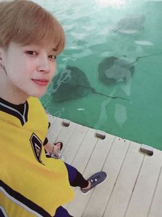 they say be careful when you fall in love, it's so easy to drown but the water here is pulsing like the beat of my heart and if this is how the story goes then i will gladly burn. Busan, Foto Bts, Bts Photo, Bts Bangtan Boy, Bts Boys, Bts Jimin, Taehyung, Namjoon, K Pop