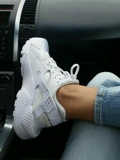 Best Picture For white fila sneakers outfit korean For Your Taste You are looking for something, and Fashion Boots, Sneakers Fashion, Sneakers Nike, Nike Huarache, Black Huarache, White Huaraches, Huaraches Shoes, Sneakers Outfit Casual, Popular Sneakers