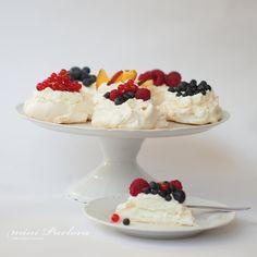 laskominy od maryny: Mini Pavlova Czech Recipes, Russian Recipes, Ethnic Recipes, Small Desserts, Sweet Desserts, Mini Pavlova, Food Hacks, Food Tips, Nutella