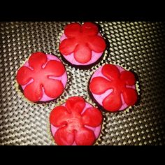 Chocolate Cupcake with Flower Fondant