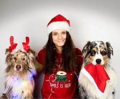 """Se psy podle Veroniky 🐾 na Instagrame: """"Naši nejskvělejší fanoušci a sledující❤️! Přejeme vám krásné Vánoce🎄. Užijte si nacházející svátky v kruhu těch, které máte rádi. Doufám, že…"""" Xmas, Christmas Ornaments, Veronica, Holiday Decor, Instagram, Fashion, Moda, Fashion Styles, Christmas"""