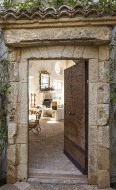 House entrance exterior french country stones 26 New ideas French Country Living Room, French Country Decorating, Country French, French Cottage, French Decor, Country Chic, Mediterranean Style, Tuscan Style, Windows And Doors