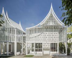 大城50年老宅改建飯店Busaba Ayutthaya!原來泰國的Style真的那麼潮? | GQ瀟灑男人網 Architecture Details, Interior Architecture, Thai House, Modern Architects, Facade Design, Facade House, Model Homes, Building Design, Theme Hotel