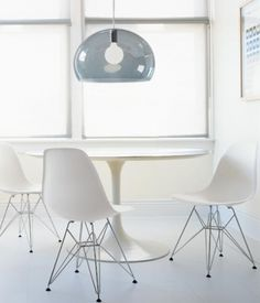Ideas for Beautiful Interior Design: elegant home office design Comfortable Home Office Design Ideas Eames Eiffel Chair, Eames Chairs, Dining Table Chairs, Kitchen Tables, Furniture Vancouver, White Round Tables, Tutorial Diy, Beautiful Interior Design, Dining Room Inspiration