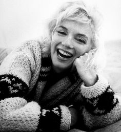Marilyn Monroe on Santa Monica beach (by George Barris, 1962)