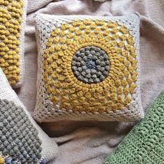 Crochet Pillow Pattern, Crochet Cushions, Crochet Patterns, Crochet Pillow Covers, Foundation Single Crochet, Single Crochet Decrease, Crochet Sunflower, Yarn Bee, Boho Throw Pillows