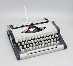 AEG Olympia Traveller de Luxe S manual typewriter 1980s