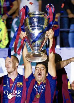"""Luis Suarez lifts the Cup 