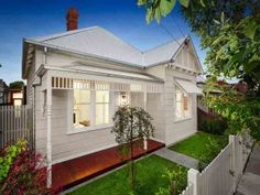 The Melbourne suburb of Thornbury is hot at the moment. Cottage Front Yard, House Front, Weatherboard House, Exterior Paint Colors For House, Exterior Colors, Country Home Exteriors, Facade House, House Facades, Home Exterior Makeover