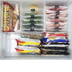 みなさんは冷蔵庫の収納にこだわりを持っていますか!? 買ったものを何も考えずにそのまま放り込んではいないでしょうか? 冷蔵庫の中がごちゃごちゃしてると、管理がしづらく効率が悪いですよね。 今回は見た目にも美しく、実用的に整理整頓されている実例をご紹介したいと思います。