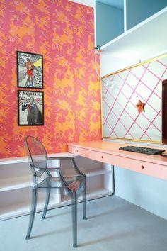 Decora Rosenbaum Temporada 2 - Sala de Diva. Decoração cores neon, painel de recados, papel de parede florido. Foto: Felipe Felco Valle