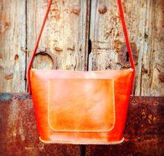 Noves creacions col.lecció primavera-estiu 2016 #fetama #artesanal #bolsosencuero #bolsosoriginales #poramoralarte #handmadebcn #handmade #handmadeleather #handmadewithlove #gelida #xakuir #leather #cuir #pell