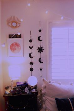 144 ideas for college dorm room inspiration for college 78 Cute Room Decor, Teen Room Decor, Dorm Room Decorations, Black Room Decor, Pastel Room Decor, Black Rooms, Hanging Decorations, Room Wall Decor, Diy Wall Decor