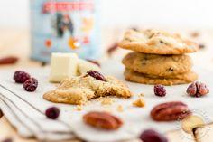 Cookies au sirop d'érable, éclats de noix de pécan grillées, pépites de chocolat blanc et cramberries séchées.