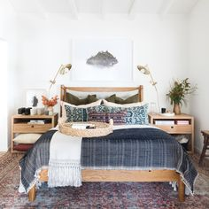 35 Amazingly Pretty Shabby Chic Bedroom Design and Decor Ideas - The Trending House Home Design, Sofas, Romantic Bedroom Decor, Amber Interiors, Modern Bedroom Design, Bedroom Designs, Bedroom Ideas, Luxury Bedding, Modern Bedding