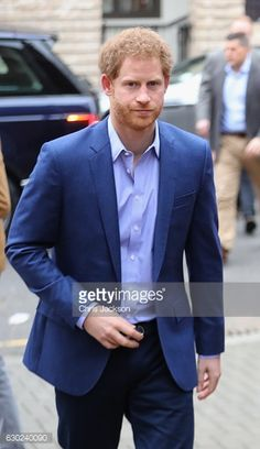 Prince Harry arrives to attend a Christmas party for volunteers at The Mix youth service on December 19 2016 in London England The Mix youth service...
