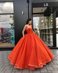 Elegant Red Tulle Prom Dress,Strapless Sleeveless Wedding Dress