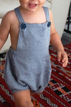 "barboteuse du livre ""c'est un garçon!"" - romper Little Boy Fashion, Baby Boy Fashion, Kids Fashion, Toddler Sewing Patterns, Baby Sewing, Baby Boy Outfits, Kids Outfits, Discount Kids Clothes, Baby Couture"