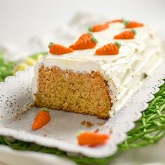 Juicy carrot cake with cream cheese topping - Easter cake - Easter Cake Recipes You are in the right place about Easter Recipes Dessert Here we offer you the m - Crockpot Dessert Recipes, Healthy Dessert Recipes, Easy Desserts, Carrot Cake Cheesecake, Cheesecake Recipes, Cupcakes, Savoury Cake, Easter Recipes, Chocolate Recipes