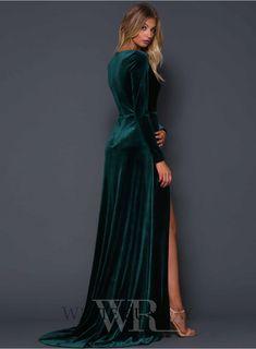 Velvet Gown, Green Velvet Dress, Green Dress, Mob Dresses, Bridal Dresses, Bridesmaid Dresses, Dress Outfits, Dress Up, Fashion Dresses