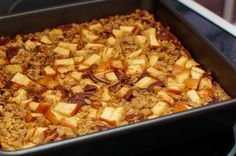 This easy gluten-free oatmeal breakfast bake is wonderful for a healthy breakfast year-round, but dresses up nicely for special occasion brunches. Apple Breakfast, Breakfast Bake, Breakfast Casserole, Gluten Free Recipes For Breakfast, Gluten Free Breakfasts, Dairy Free Recipes, Dinner Recipes, Vegan Baked Oatmeal, Gluten Free Oatmeal